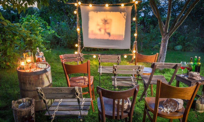 Consejos para disfrutar de una noche de cine en tu jardín o tu terraza