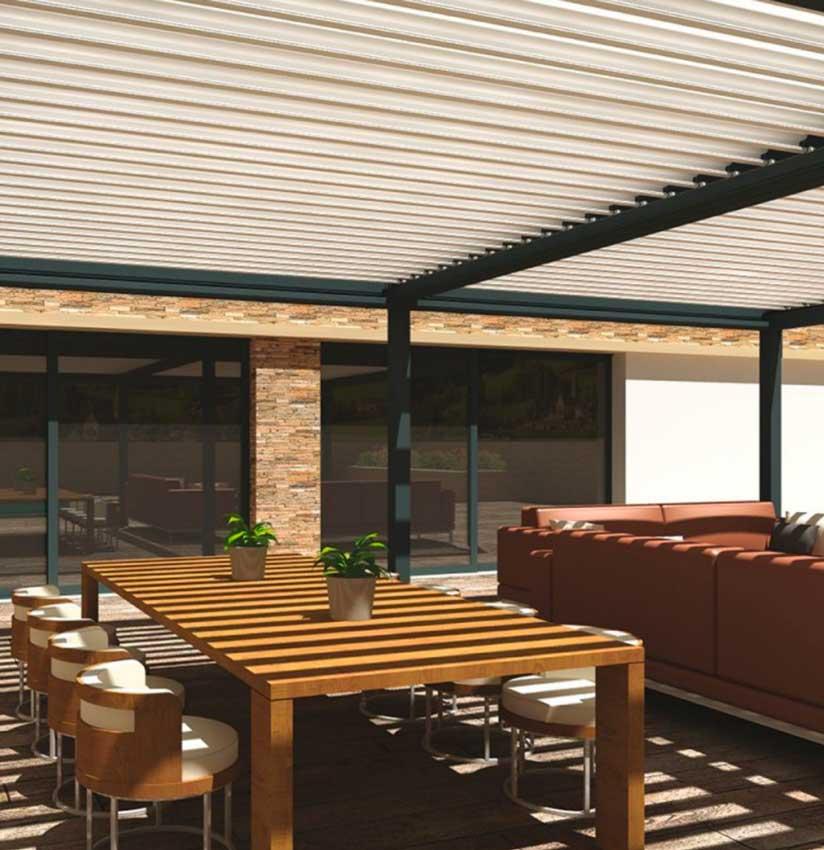 Comedor de exterior al sol protegido con pérgola bioclimática
