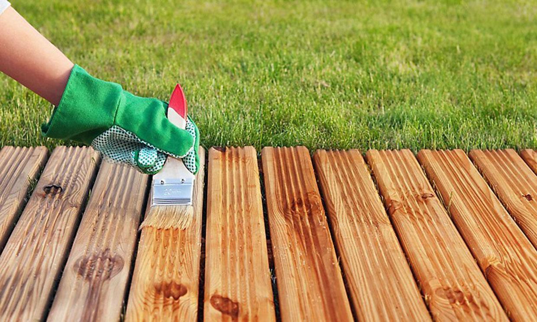 Cómo proteger la madera de exterior: muebles, pérgolas, estructuras...