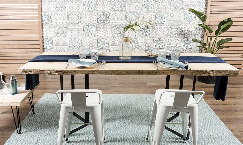 Cómo construir una mesa de comedor de madera en bruto