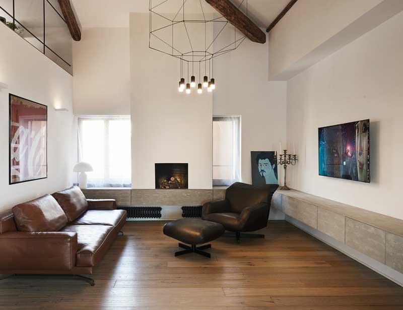 Salón con techo de doble altura