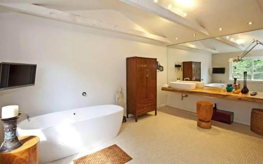Baño de Liam Hemsworth y Miley Cyrus