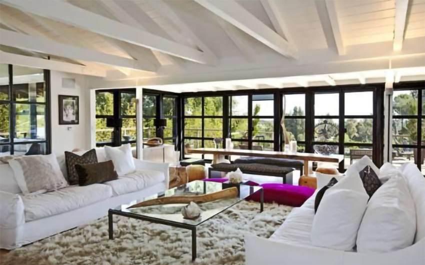 El salón de la casa de Liam Hemsworth y Miley Cyrus