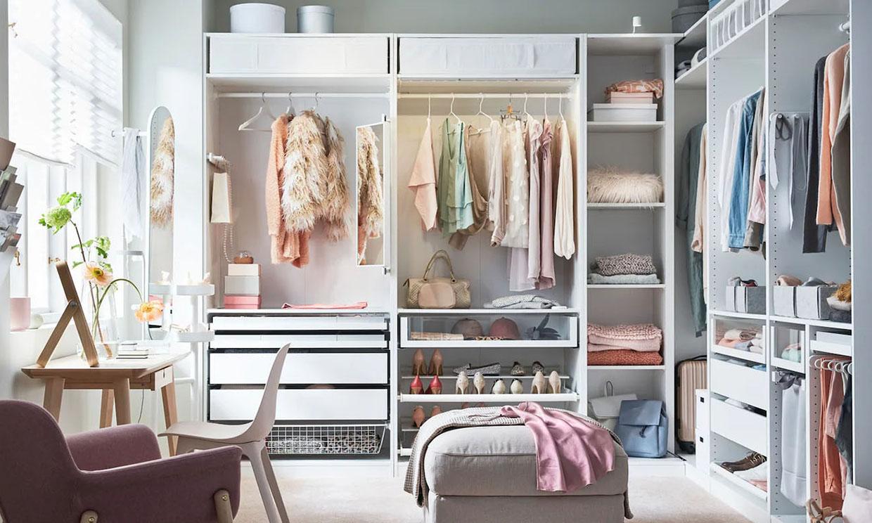 Aprende a doblar la ropa para ganar espacio y orden en el armario