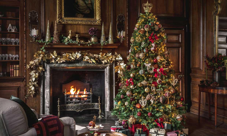 Cómo decorar la chimenea esta Navidad y hacer que sea la estrella del salón