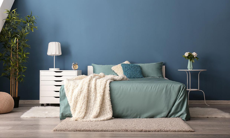 Sabes cómo combinar mesitas de noche diferentes a ambos lados de la cama? -  Foto 1