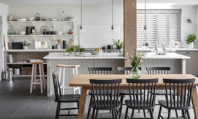Las ventajas de una cocina abierta al salón (y también los inconvenientes)