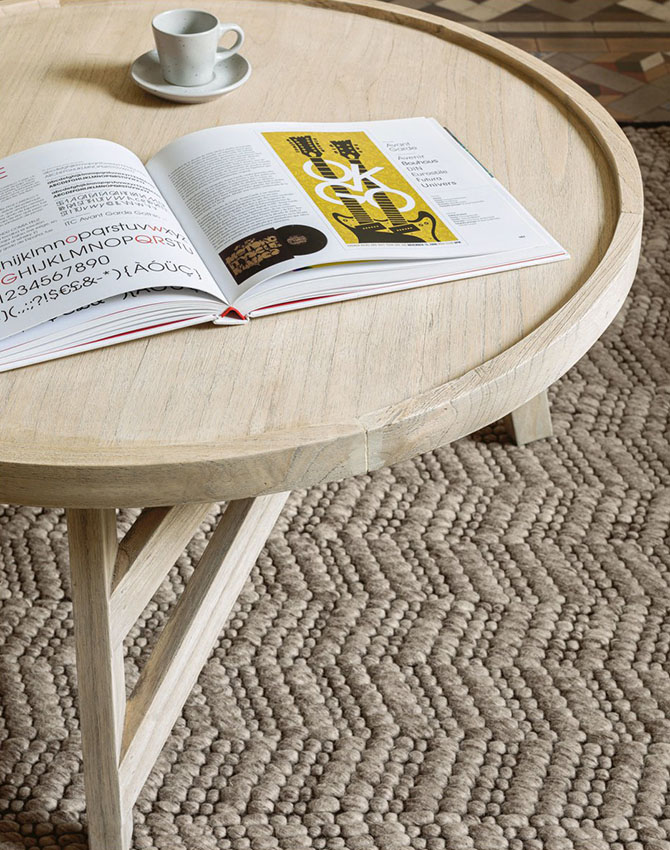 Mesa de centro de madera clara