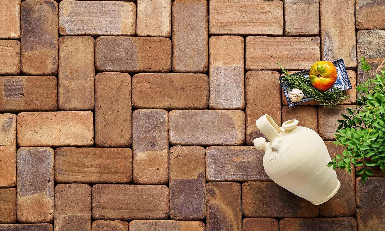 ¿Sabes cómo limpiar tus suelos de ladrillo de exterior?