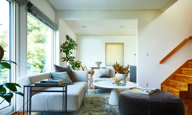 ¿Tu salón es rectangular y estrecho? ¡Así le sacarás partido para evitar el 'efecto tubo'!