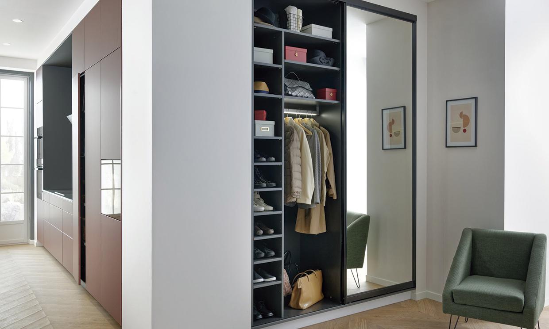 Qué es un armario cápsula, para qué sirve y cómo se organiza