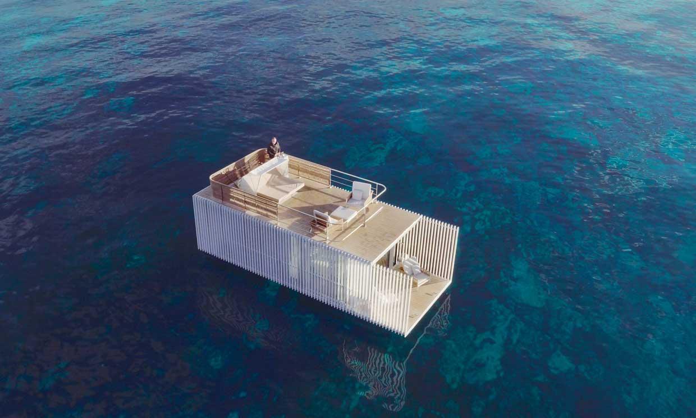 ¿Quieres dormir en una casa prefabricada flotante en mitad del mar?