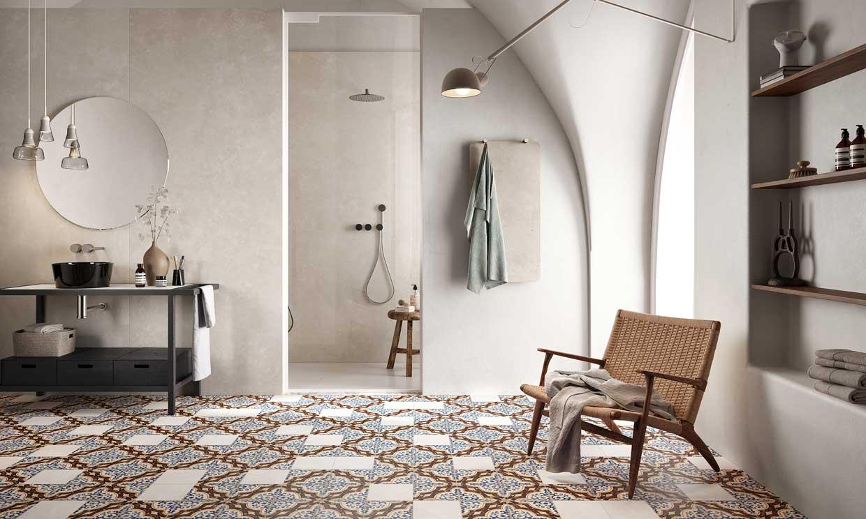 Cómo decorar un baño 'XL' para que no resulte ni frío ni desangelado