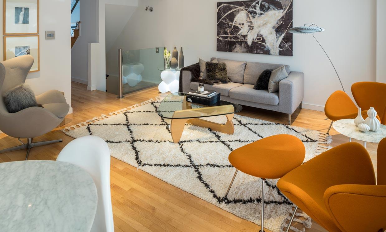 Consejos e ideas para colocar la alfombra en el salón
