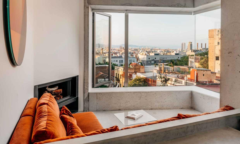 La reforma integral de un garaje para convertirlo en una casa moderna con vistas a Barcelona