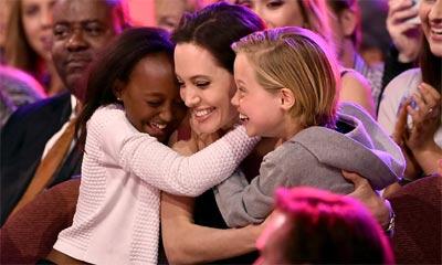 El abrazo de sus hijas Shiloh y Zahara, el mejor premio para Angelina Jolie tras anunciar su reciente operación