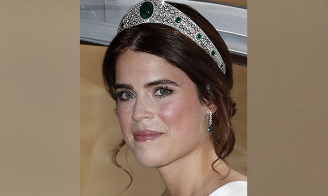 Eugenia de York rompe la tradición eligiendo una tiara centenaria de diamantes y esmeraldas