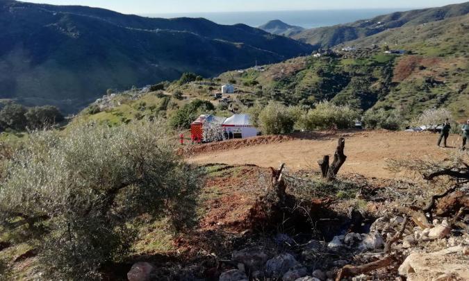 Hallan una bolsa de chucherías en el pozo donde se busca al pequeño Yulen en Totalán (Málaga)