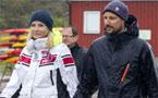 Haakon y Mette-Marit de Noruega limpian las playas como dos voluntarios más