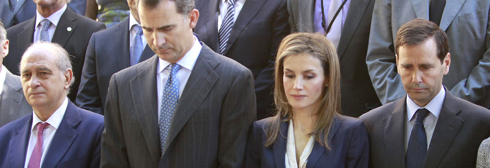 Don Felipe y doña Letizia apoyan a las víctimas del terrorismo en su primer acto como Reyes