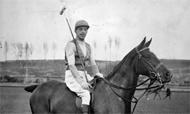 Alfonso XIII fue el primer monarca que jugó al polo en público