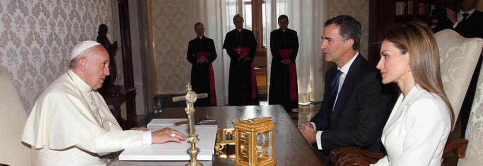 Los Reyes se reúnen con el Papa en su primer viaje oficial al extranjero