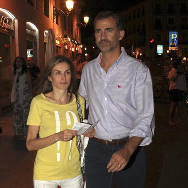 Los reyes Felipe y Letizia reaparecen en Madrid con una noche de cine