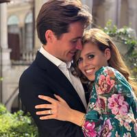 La princesa Beatriz y Edoardo Mapelli Mozzi, comprometidos, mira el espectacular anillo