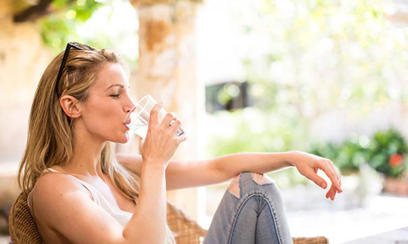 Beber agua de mineralización muy débil es como tomar zumo de naranja sin vitaminas