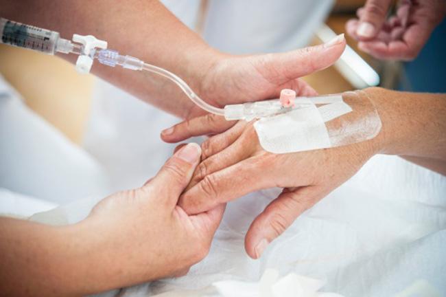 como poner vía intravenosa