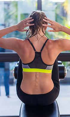 ¿Cómo evitar el dolor de espalda al hacer abdominales?