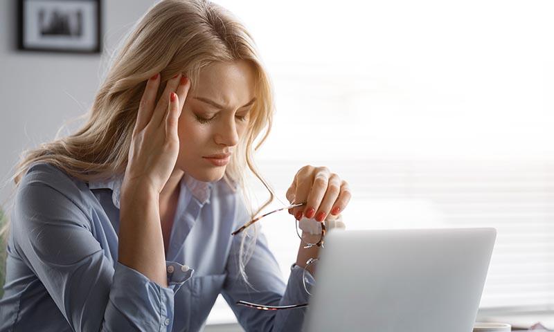 Así debes cuidar tu alimentación si padeces migrañas