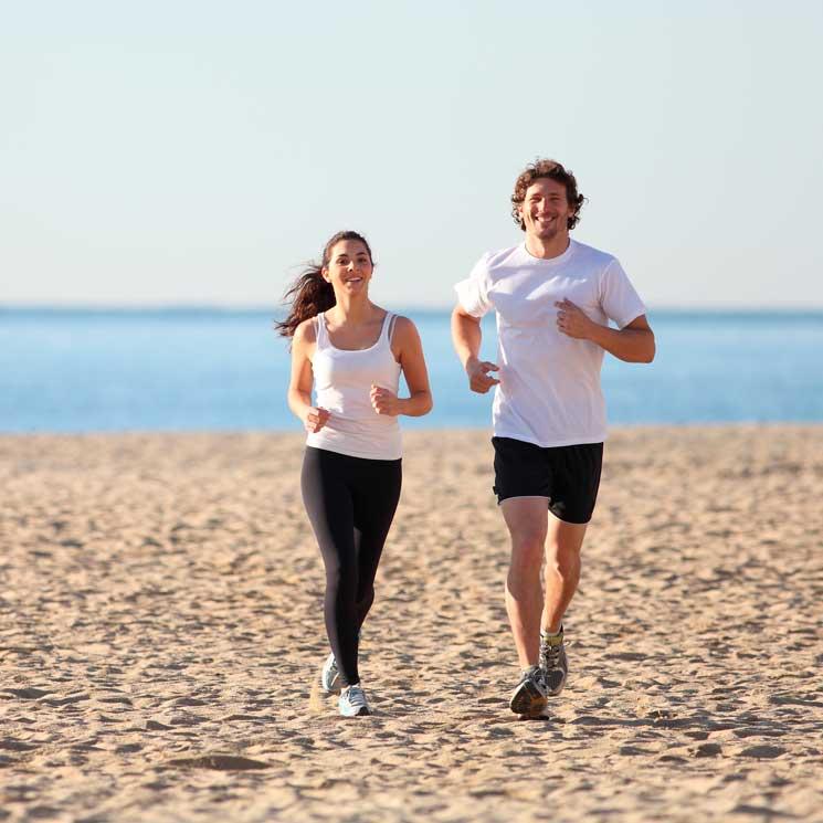 Tres deportes con los que disfrutar y hacer ejercicio sobre la arena de la  playa 7d705468b6061