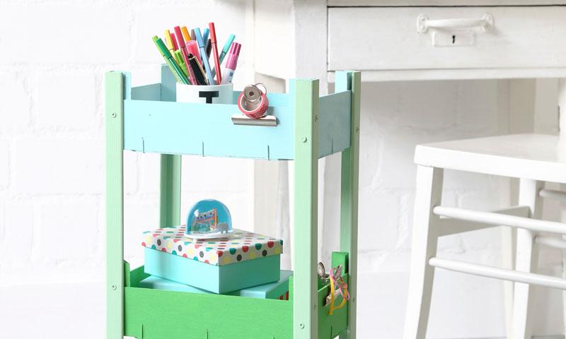 DIY 'eco': Crea una práctica mesa auxiliar con cajas de madera recicladas