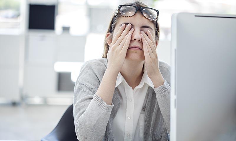 ¿Tienes parpadeos involuntarios? Podría ser un síntoma de estrés