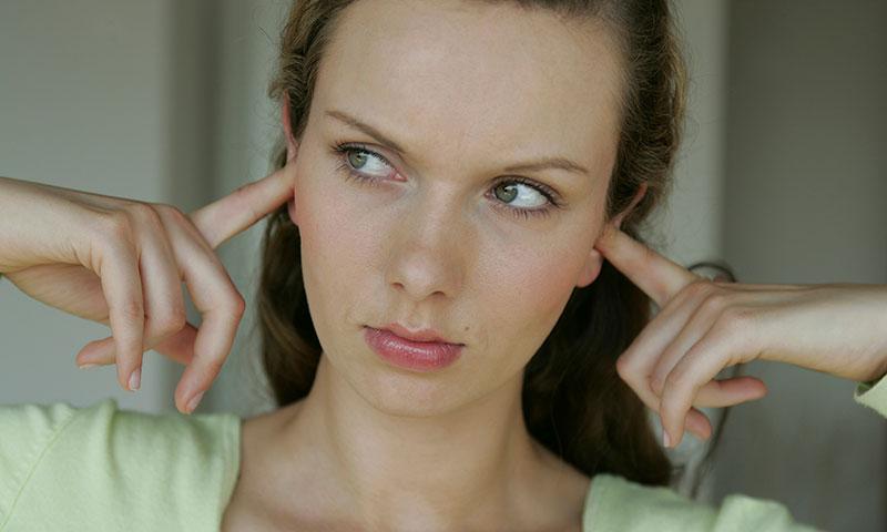 ¿Ciertos sonidos te generan malestar? Quizá padezcas misofonía