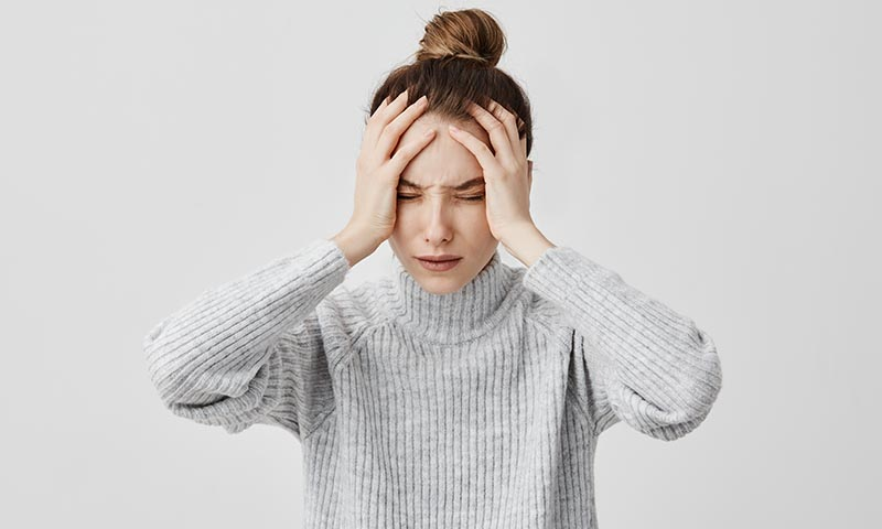 Alivia tus dolores de cabeza practicando yoga