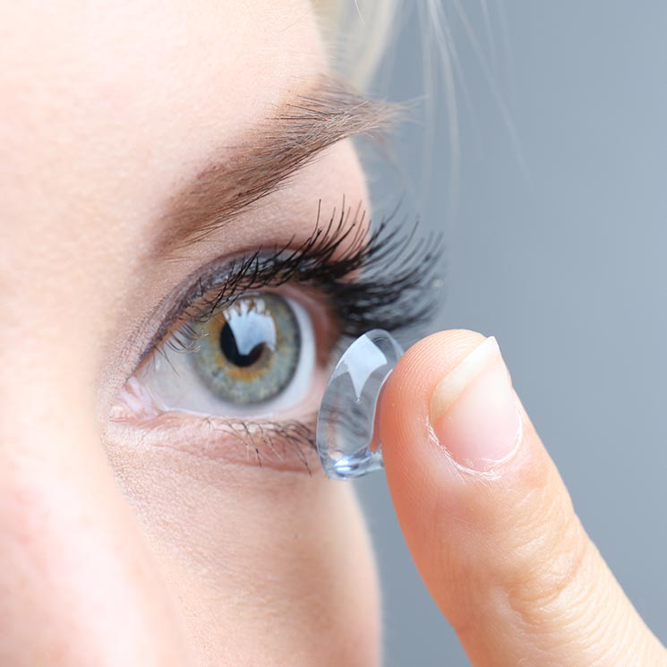 ba08fd3916cef Así puedes evitar que tus lentes de contacto desechables contaminen ...