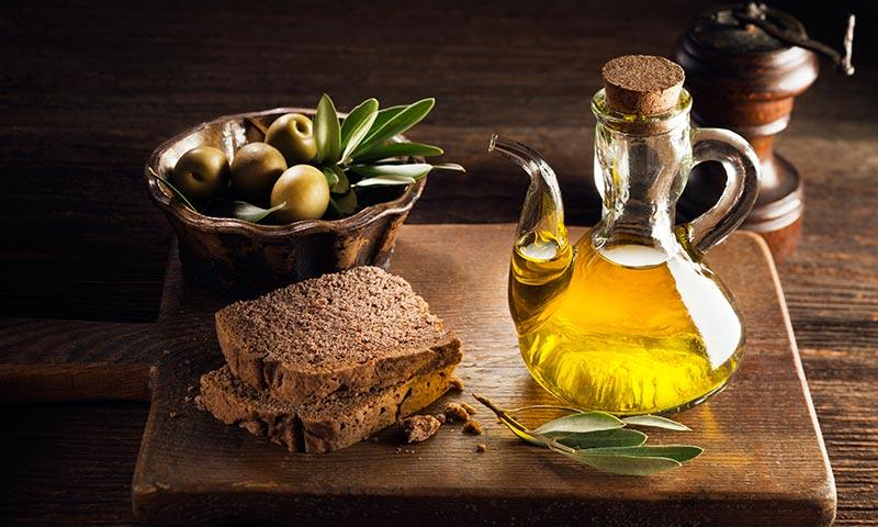 Alimentos para dormir mejor: aceite de oliva