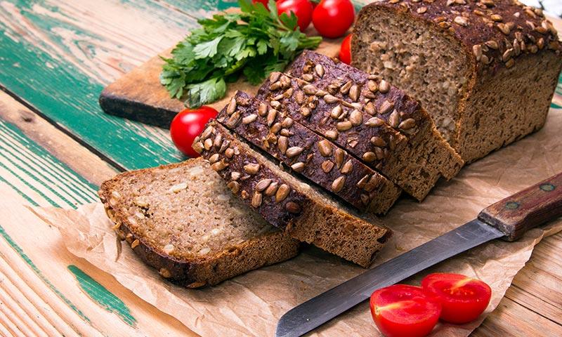 Alimentos para dormir mejor: pan integral