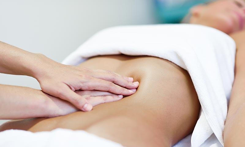 dolor abdominal y sensibilidad en la piel