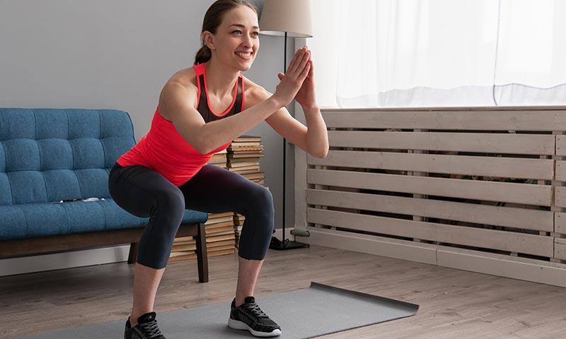 Ejercicios para fortalecer las piernas que puedes hacer en casa o la oficina