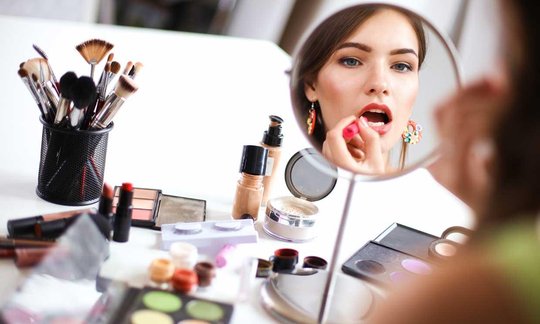 Revisa la lista de ingredientes de los cosméticos, no todos son inocuos
