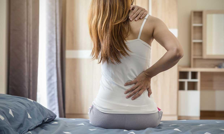 Si te duele la espalda, vigila tu postura y ejercítala
