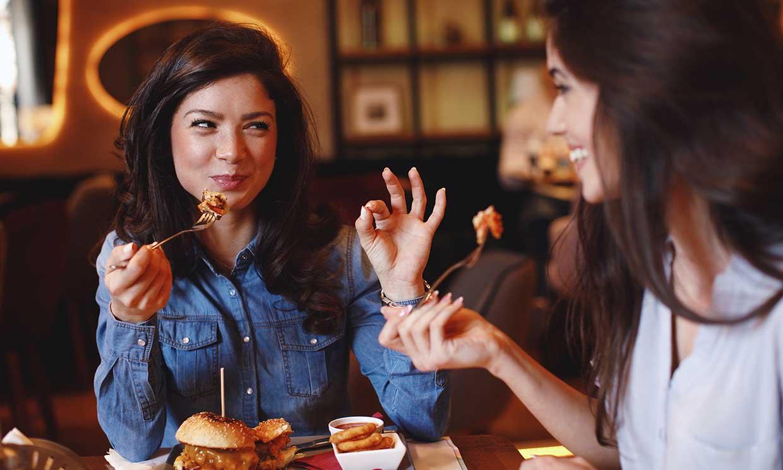 Es posible comer fuera de casa y mantener a raya el colesterol