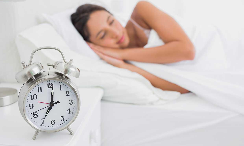 ¿Problemas para conciliar el sueño? Toma nota de estos hábitos saludables