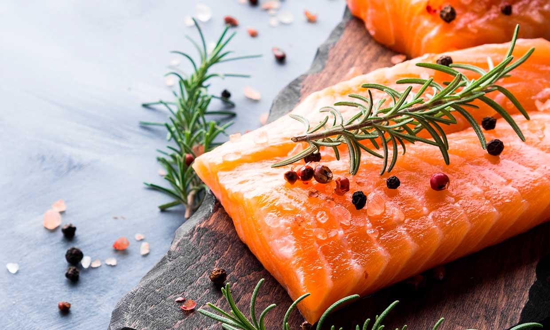 El salmón es uno de los alimentos más sostenibles de tu dieta