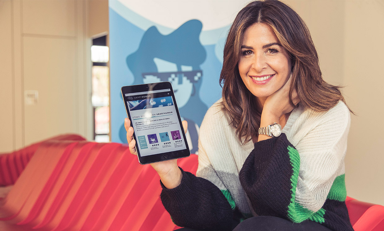 """Nuria Roca: """"Los verdaderamente inteligentes son nuestros hijos, no sus teléfonos"""""""