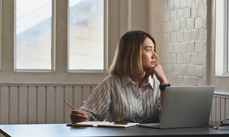 ¿Qué riesgos tiene para la salud permanecer muchas horas sentado?