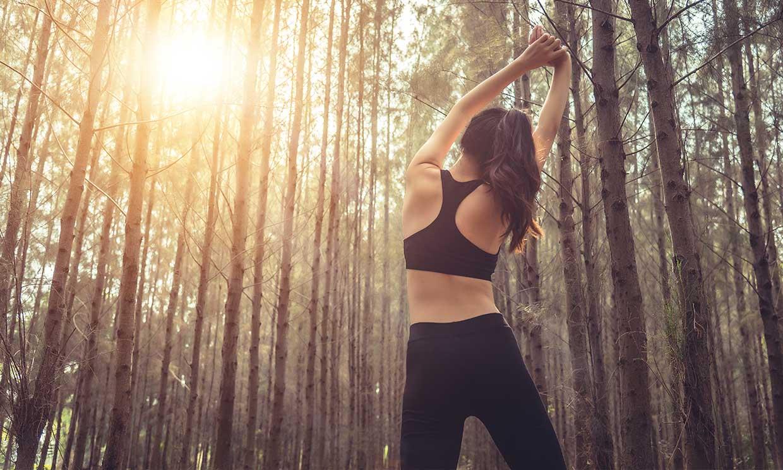 'Earthing': el movimiento que une actividad física y naturaleza